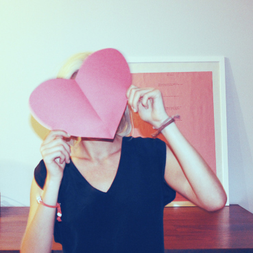 Behind the Mirror, 5 simple changes for a happier you, Amanda Teague, girl holding a paper heart