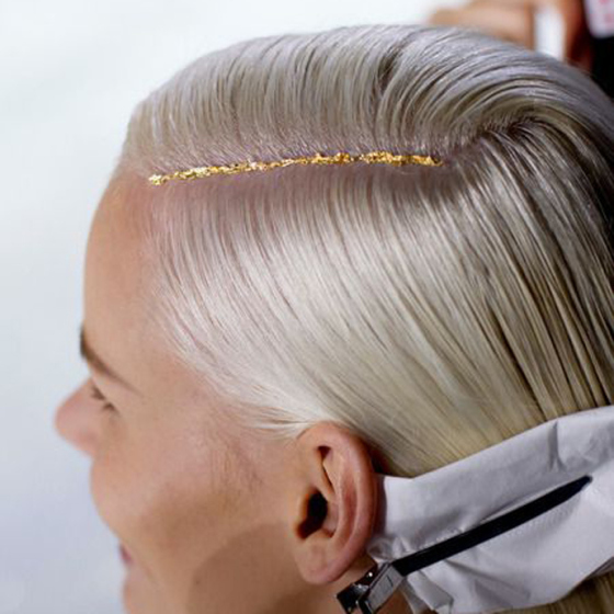 Behind the Mirror, Weekend Inspiration, Gold stripe in part of hair
